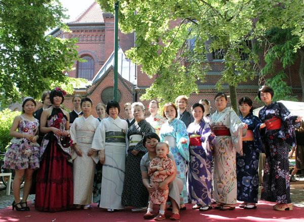 kimono mode show und vortrag aus fukushima das japanische haus e v. Black Bedroom Furniture Sets. Home Design Ideas
